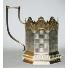 Серебряный подстаканник с изображением бревенчатой избы с резными наличниками